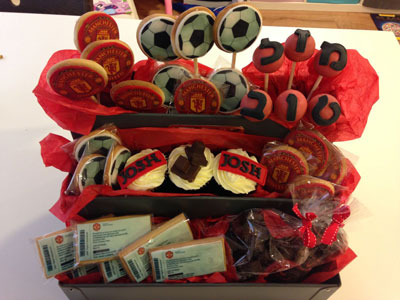 edible Manchester United biscuits